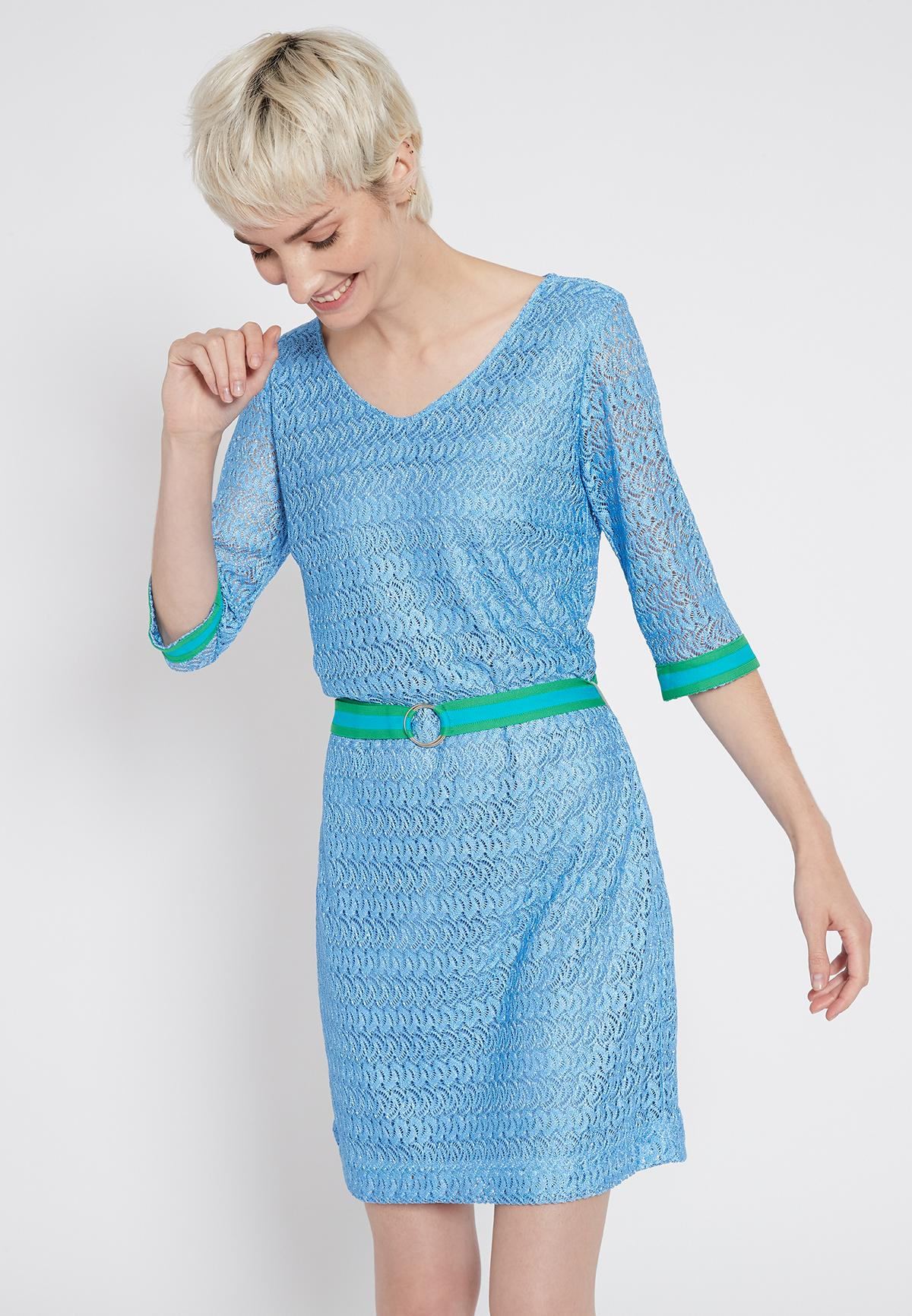 Vorderansicht von Ana Alcazar Gürtel Kleid Sisofe  angezogen an Model