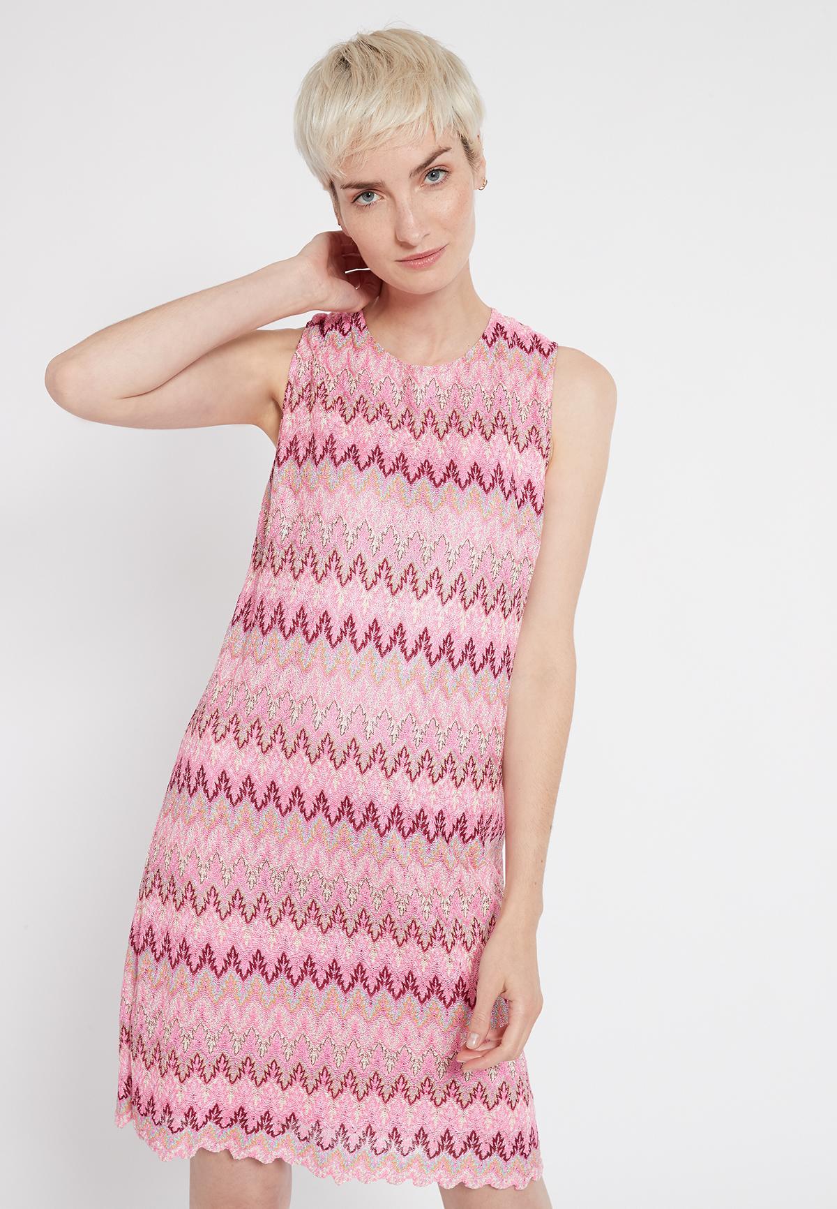Ärmelloses Minikleid Sobly aus rosa Zick-Zack Strick | Ana ...