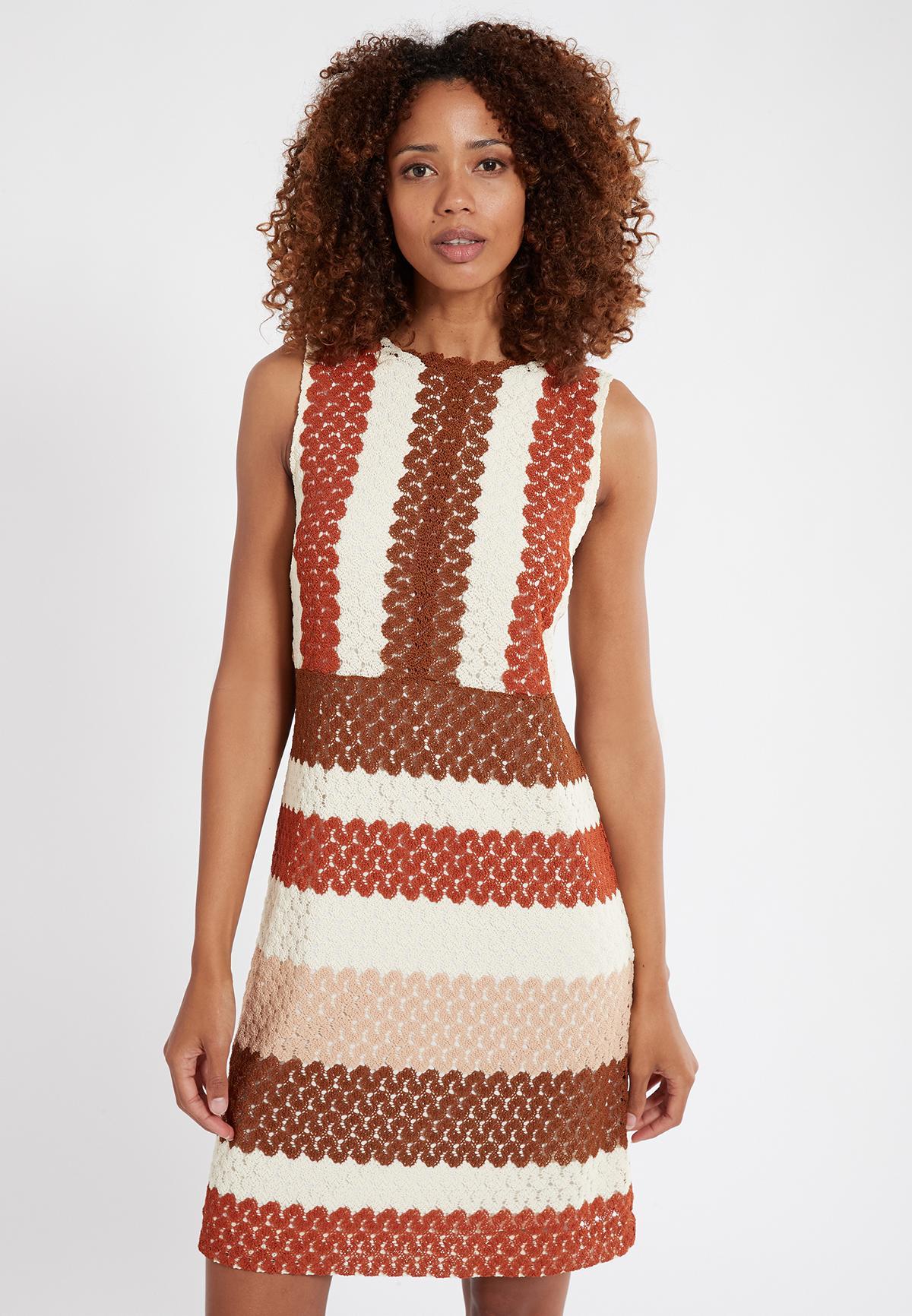 Vorderansicht von Ana Alcazar Ärmelloses Kleid Sponty  angezogen an Model