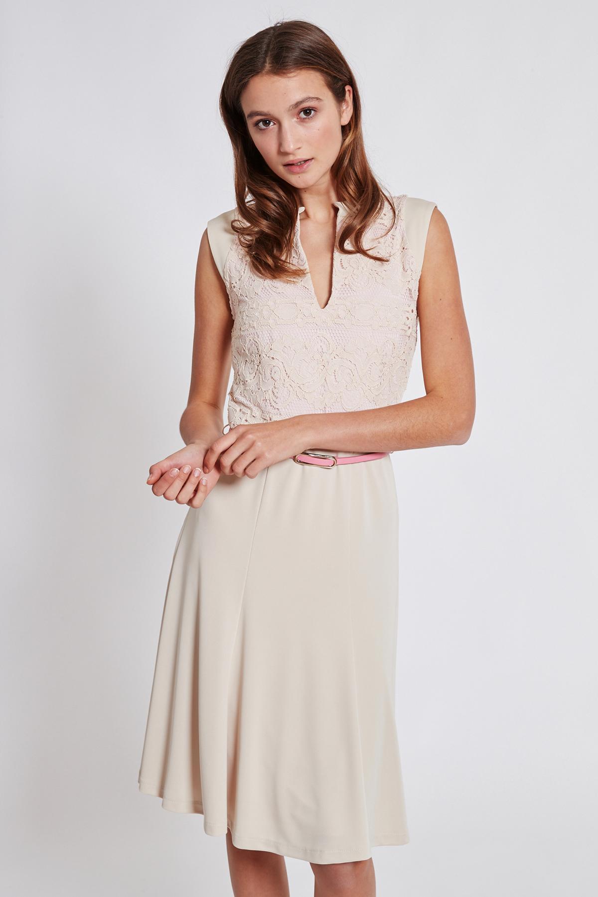 Vorderansicht von Ana Alcazar Schwingendes Kleid Taggy  angezogen an Model