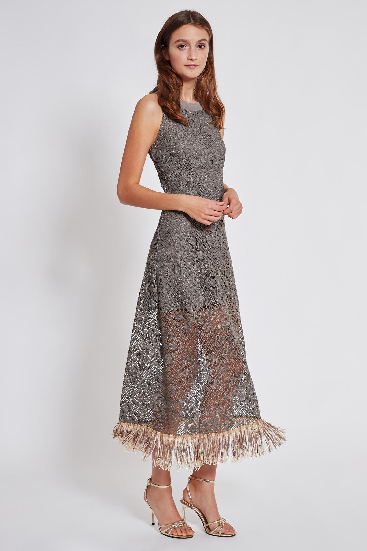 Vorderansicht von Ana Alcazar Maxi Kleid Taikla  angezogen an Model