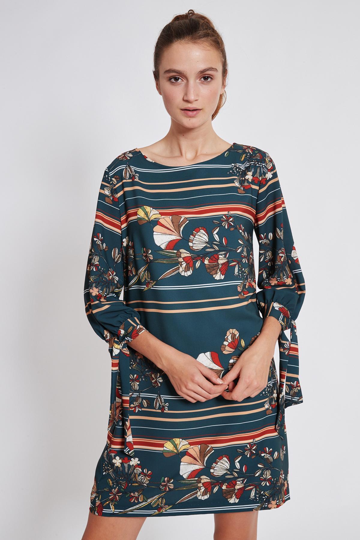 Vorderansicht von Ana Alcazar Langarm Kleid Talore  angezogen an Model