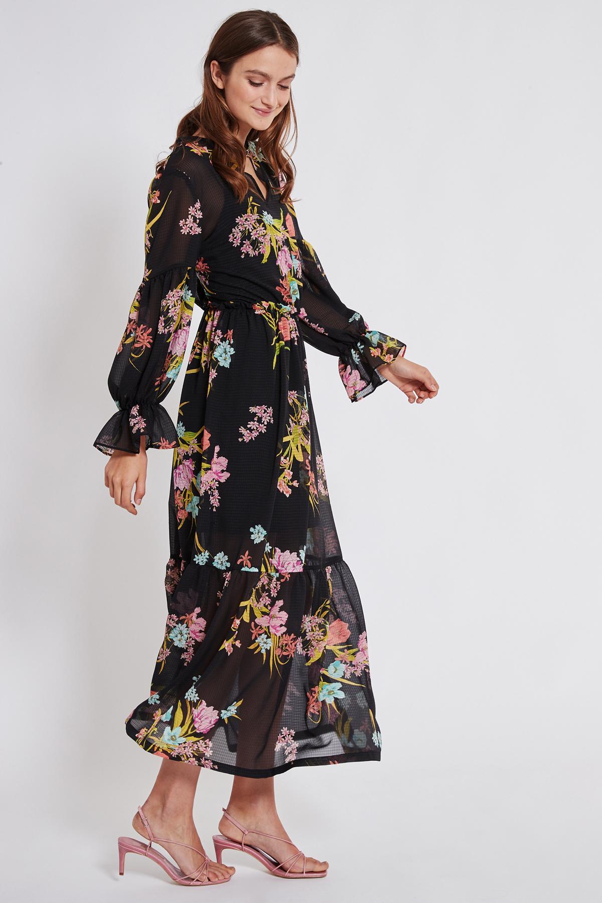 Vorderansicht von Ana Alcazar Maxi Kleid Tamtam  angezogen an Model