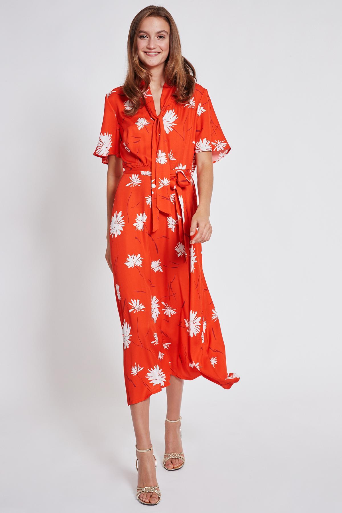 Vorderansicht von Ana Alcazar Midi Kleid Taxyne  angezogen an Model