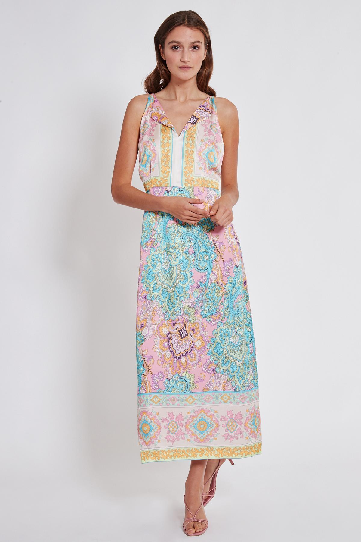 Vorderansicht von Ana Alcazar Maxi Kleid Tedi  angezogen an Model