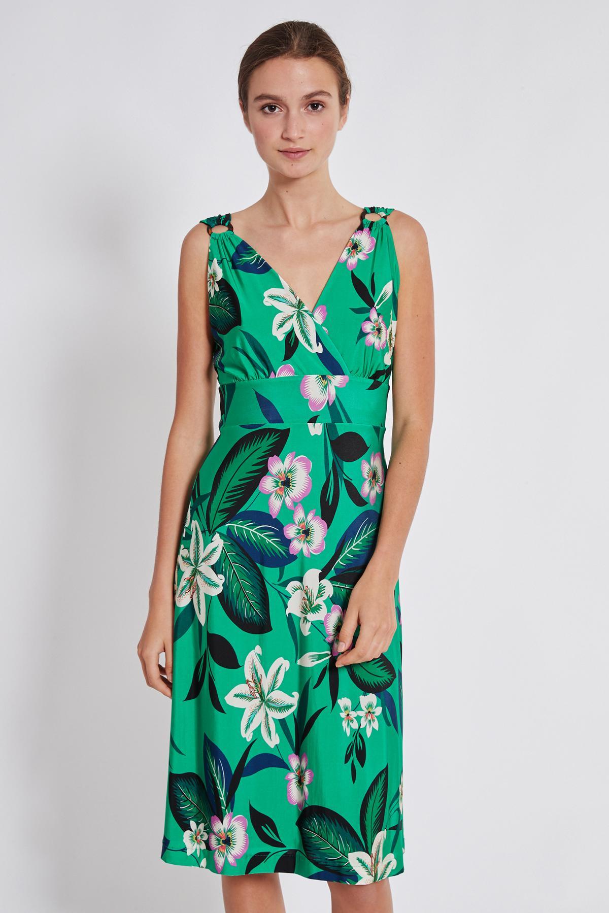 Vorderansicht von Ana Alcazar Tailliertes Kleid Temonta  angezogen an Model