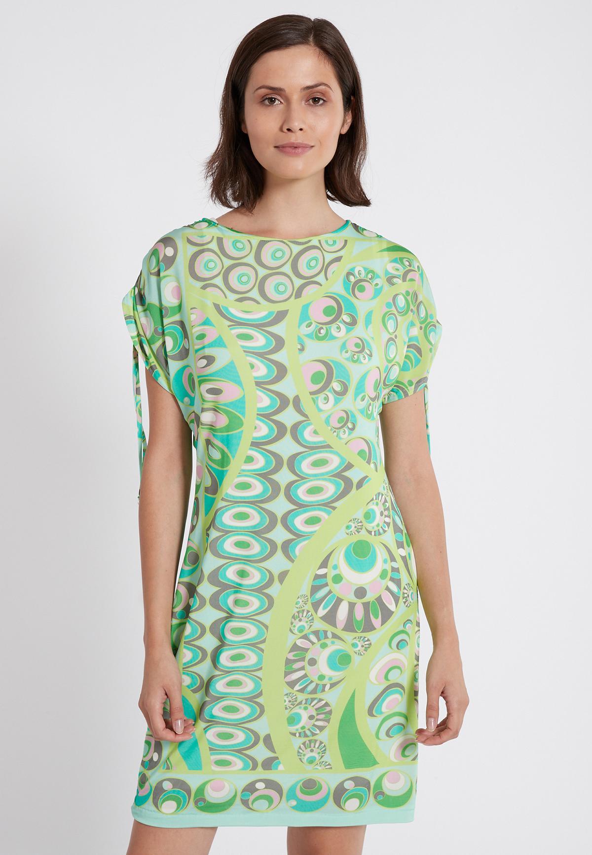 Vorderansicht von Ana Alcazar Kurzarm Kleid Teona  angezogen an Model