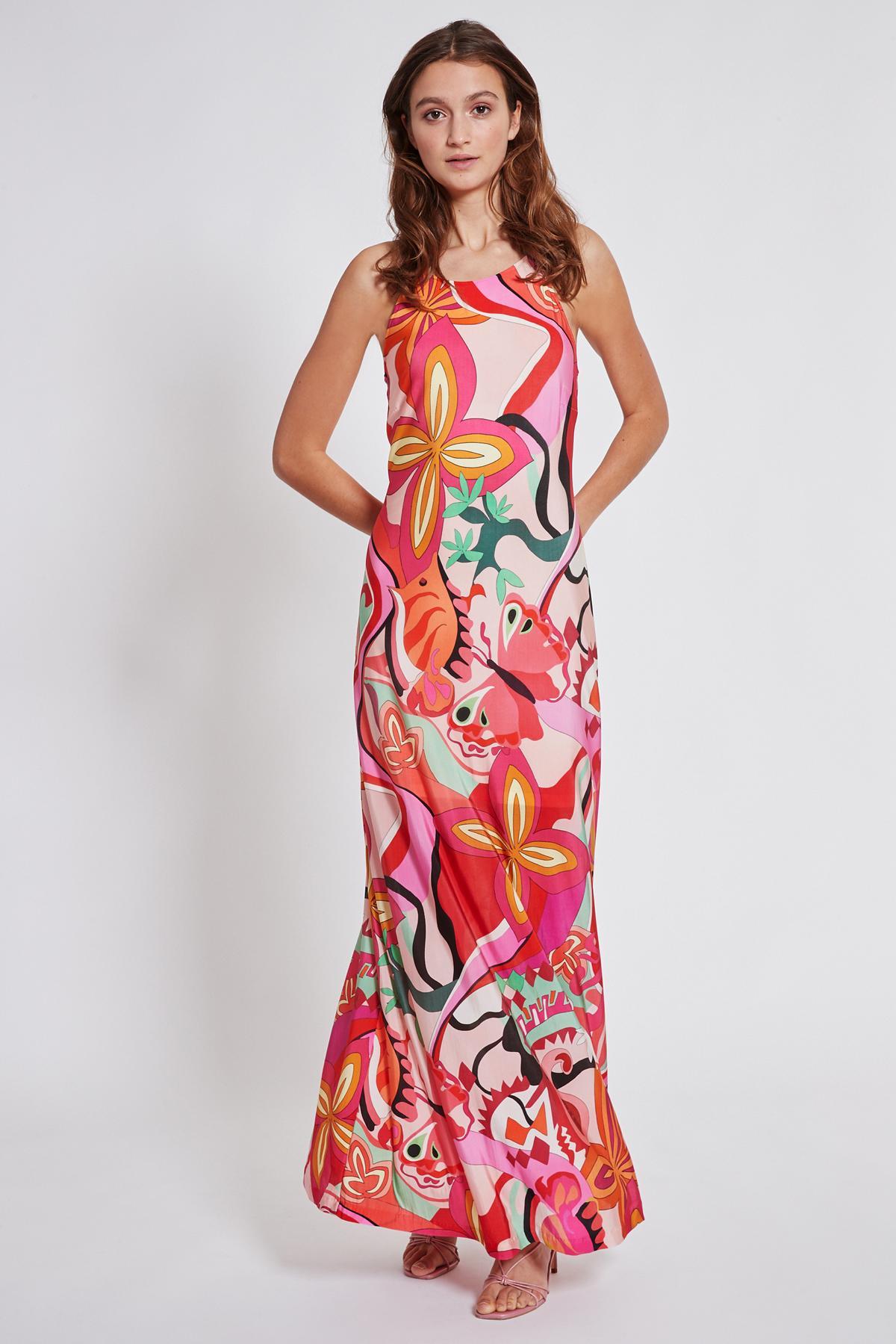 Vorderansicht von Ana Alcazar Maxi Kleid Terala  angezogen an Model