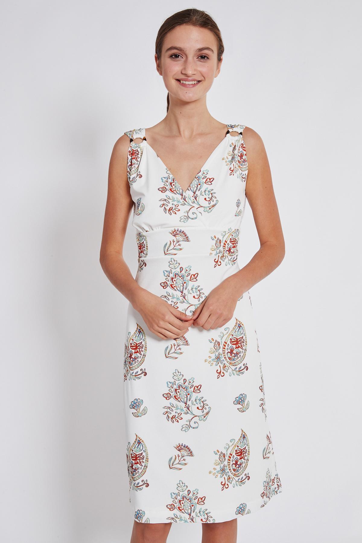 Vorderansicht von Ana Alcazar Tailliertes Kleid Tesmy  angezogen an Model