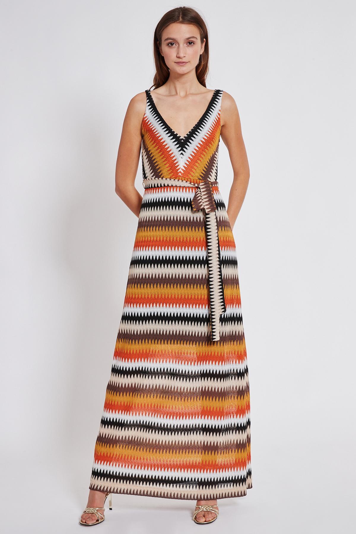 Vorderansicht von Ana Alcazar Maxi Kleid Turyse  angezogen an Model