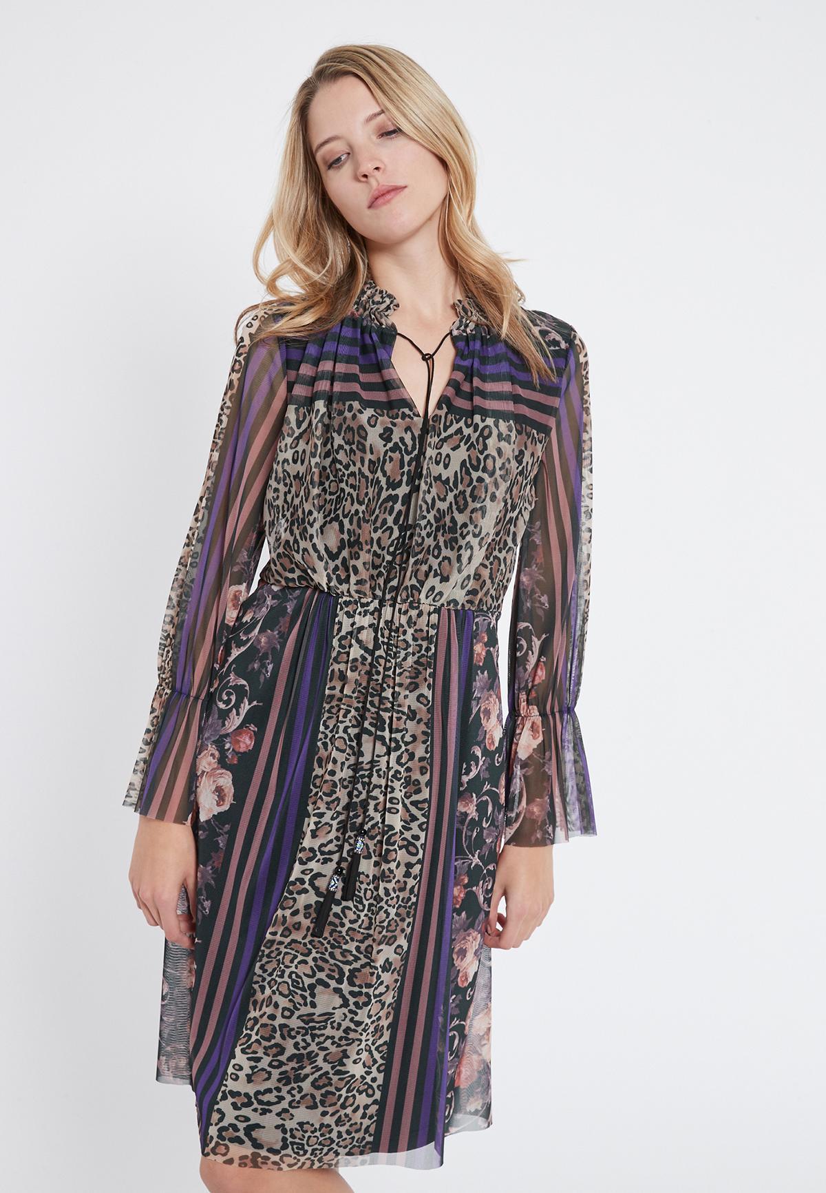 Vorderansicht von Ana Alcazar Romantik Kleid Vormaly  angezogen an Model