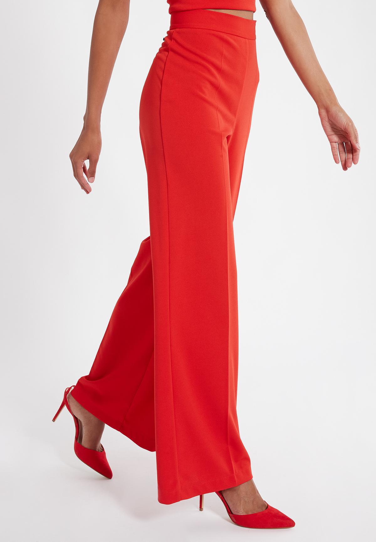 Vorderansicht von Ana Alcazar Weite Hose Sazore Rot  angezogen an Model