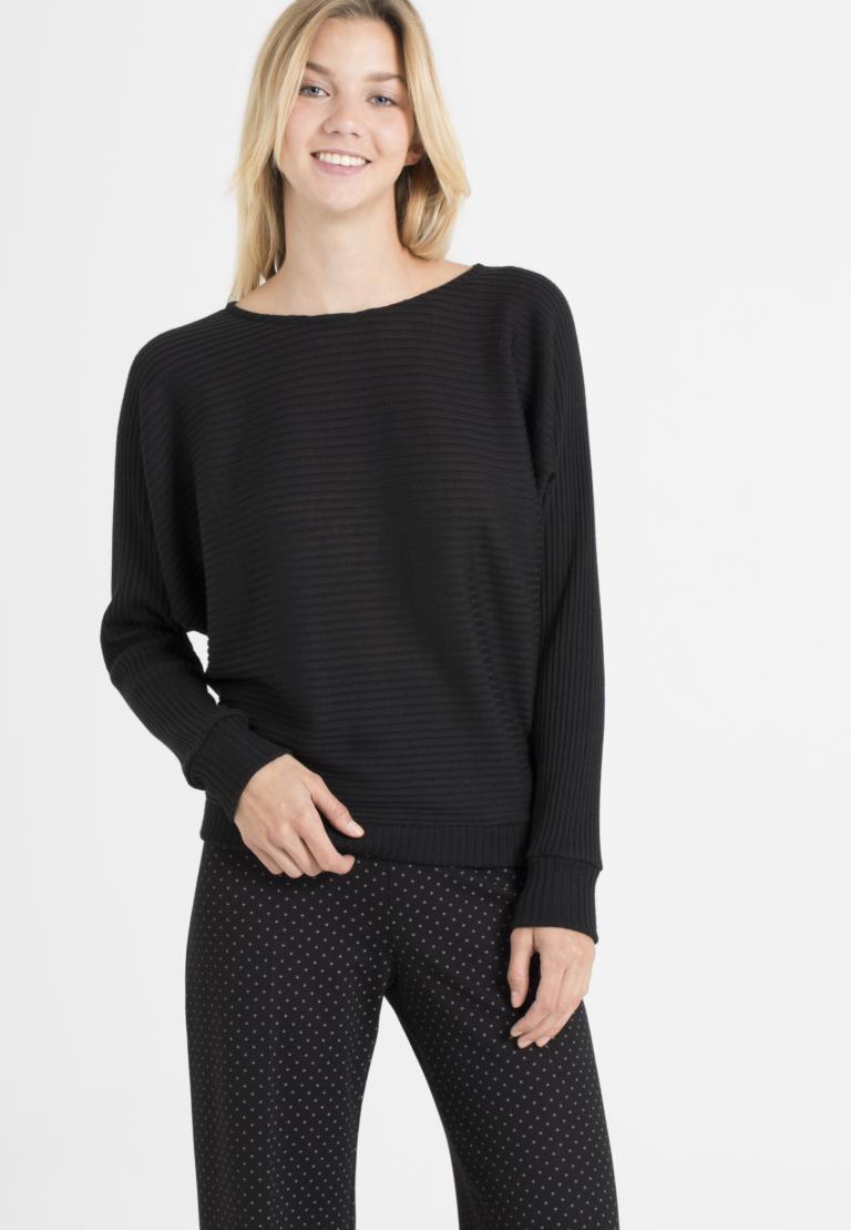 Vorderansicht von Ana Alcazar Fledermaus Shirt Perera Schwarz  angezogen an Model