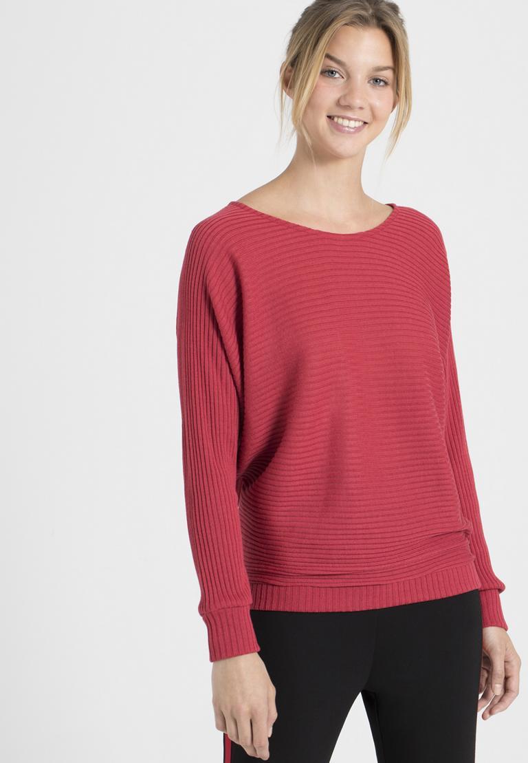 Vorderansicht von Ana Alcazar Fledermaus Shirt Pereky Rot  angezogen an Model