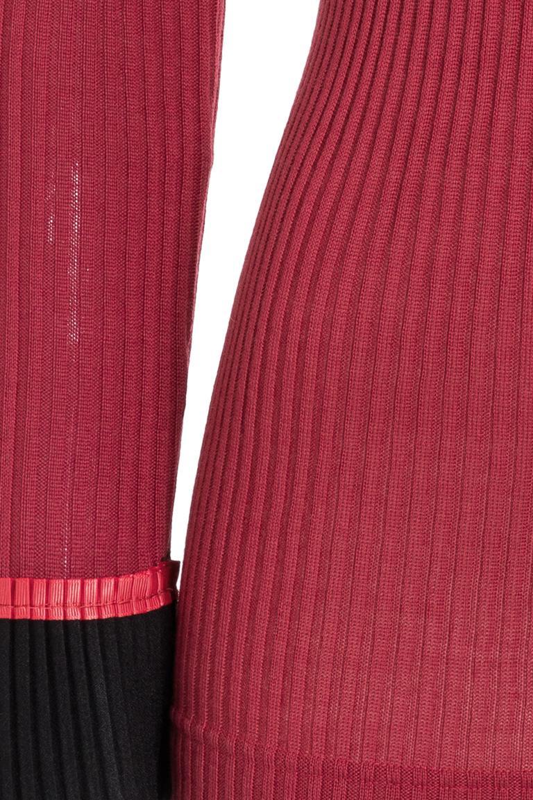 Vorderansicht von Ana Alcazar Rollkragen Shirt Picabea Rot  angezogen an Model