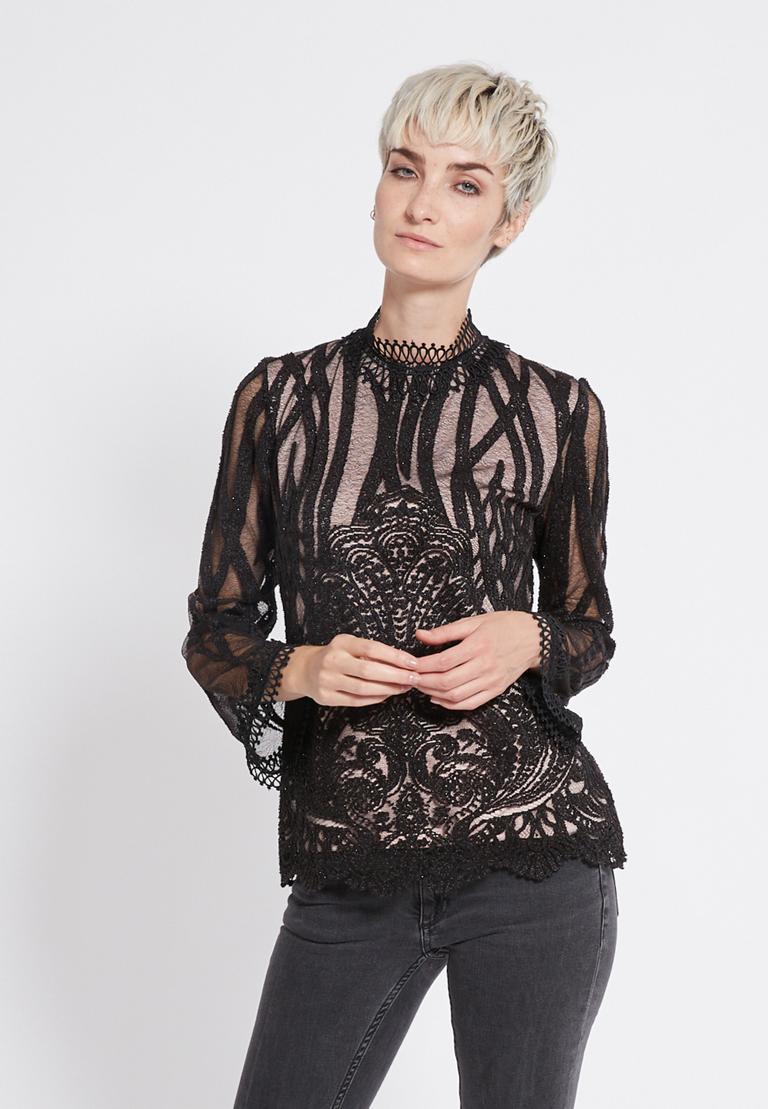 Vorderansicht von Ana Alcazar Spitzen Shirt Ranja  angezogen an Model
