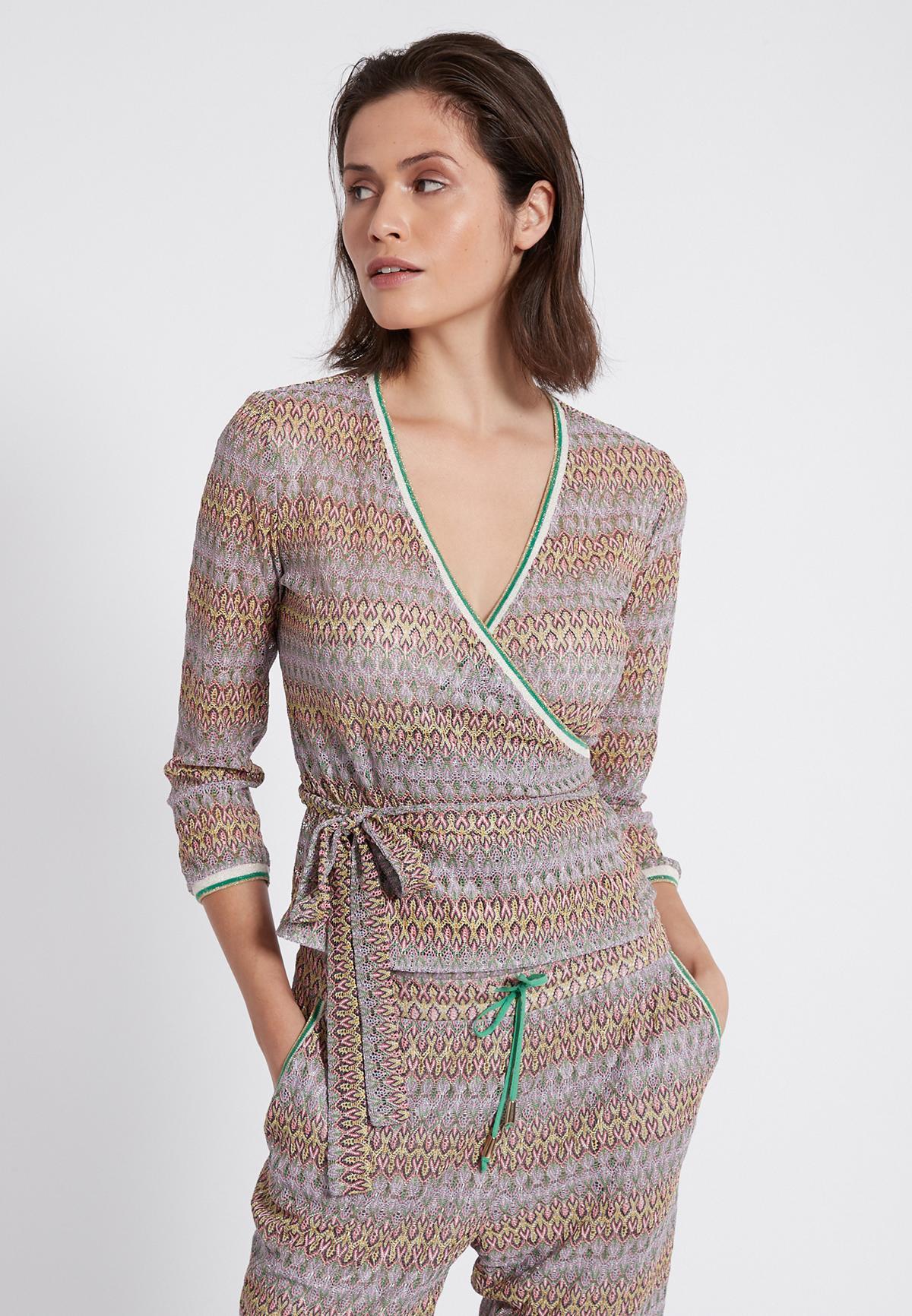 Vooraanzicht van Ana Alcazar Wikkel Top Sumile  gedragen per model