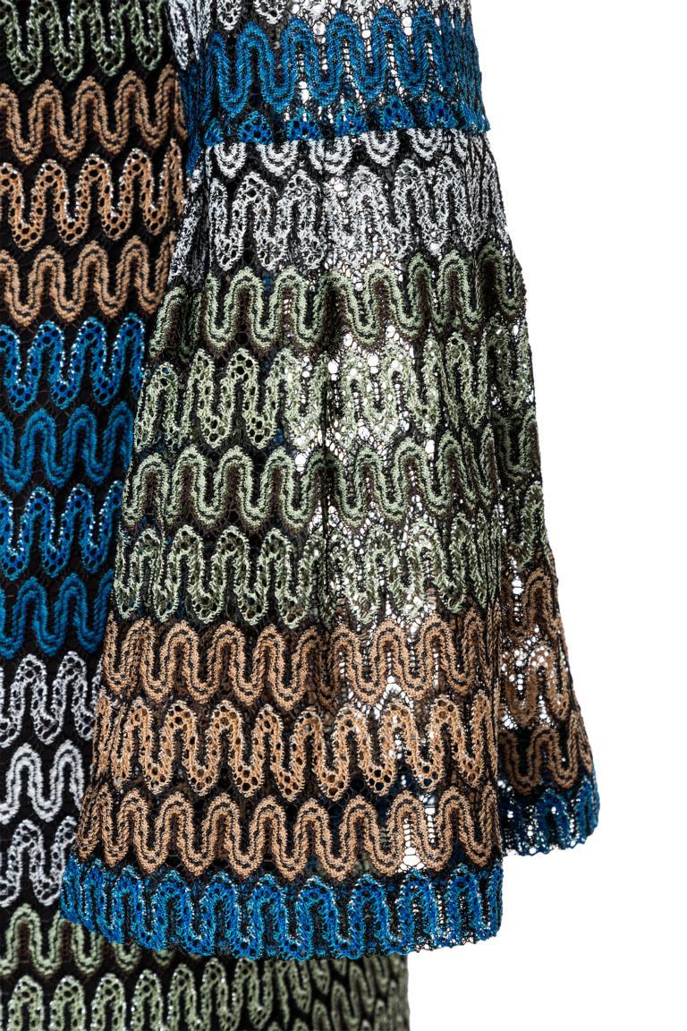 Vorderansicht von Ana Alcazar Limited Edition Volantkleid Mynekka  angezogen an Model
