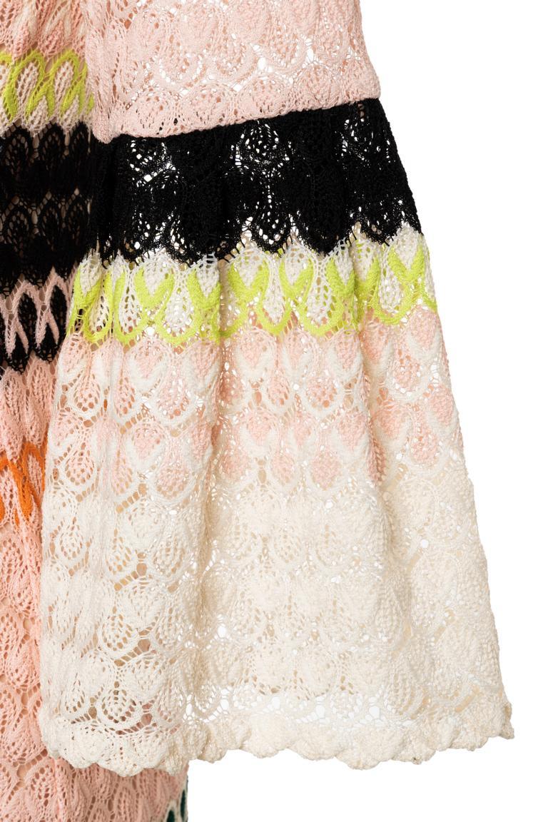 Vorderansicht von Ana Alcazar Limited Edition Strickkleid Mynekosy  angezogen an Model