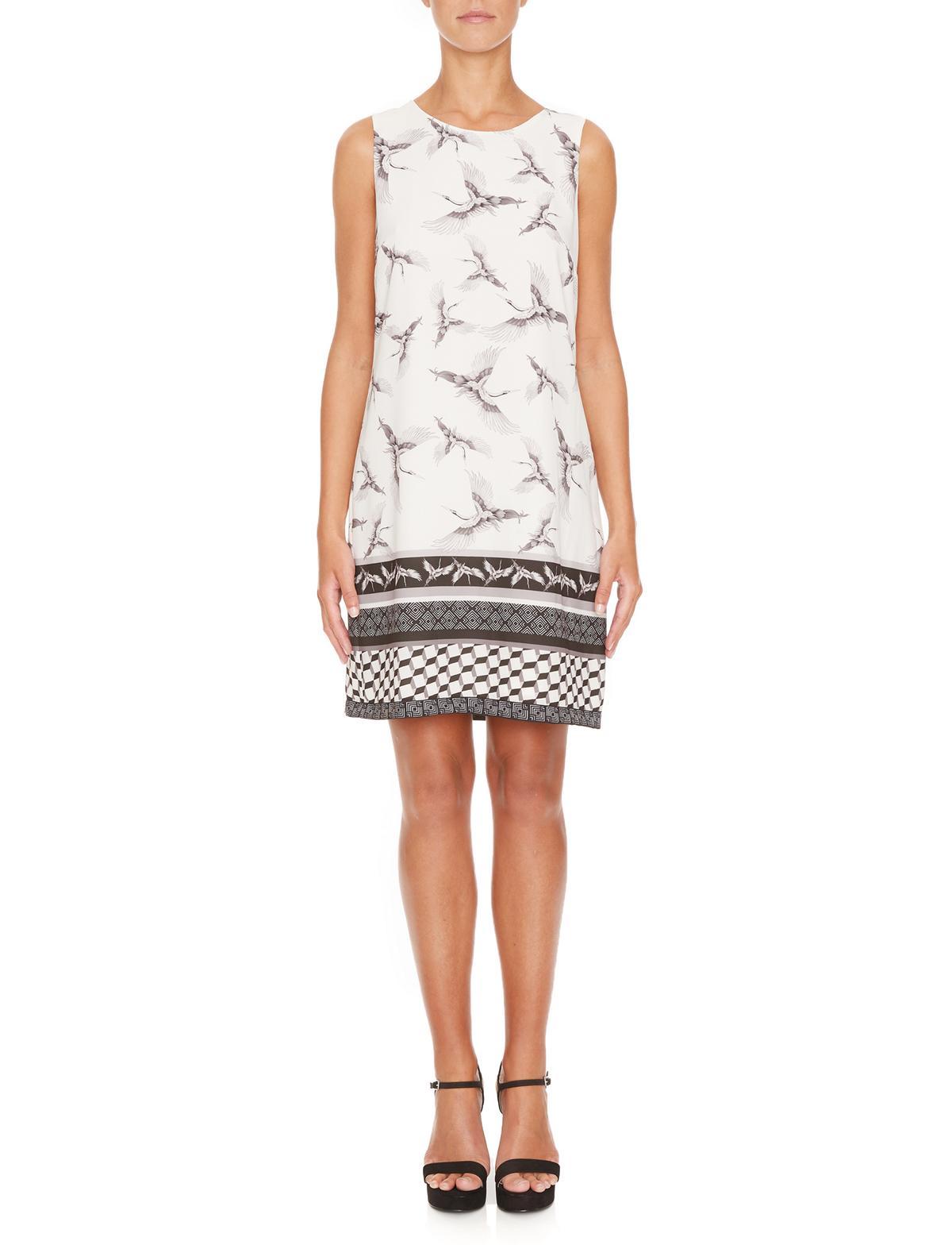 Vorderansicht von Ana Alcazar A-Linien Kleid  Meilea White  angezogen an Model