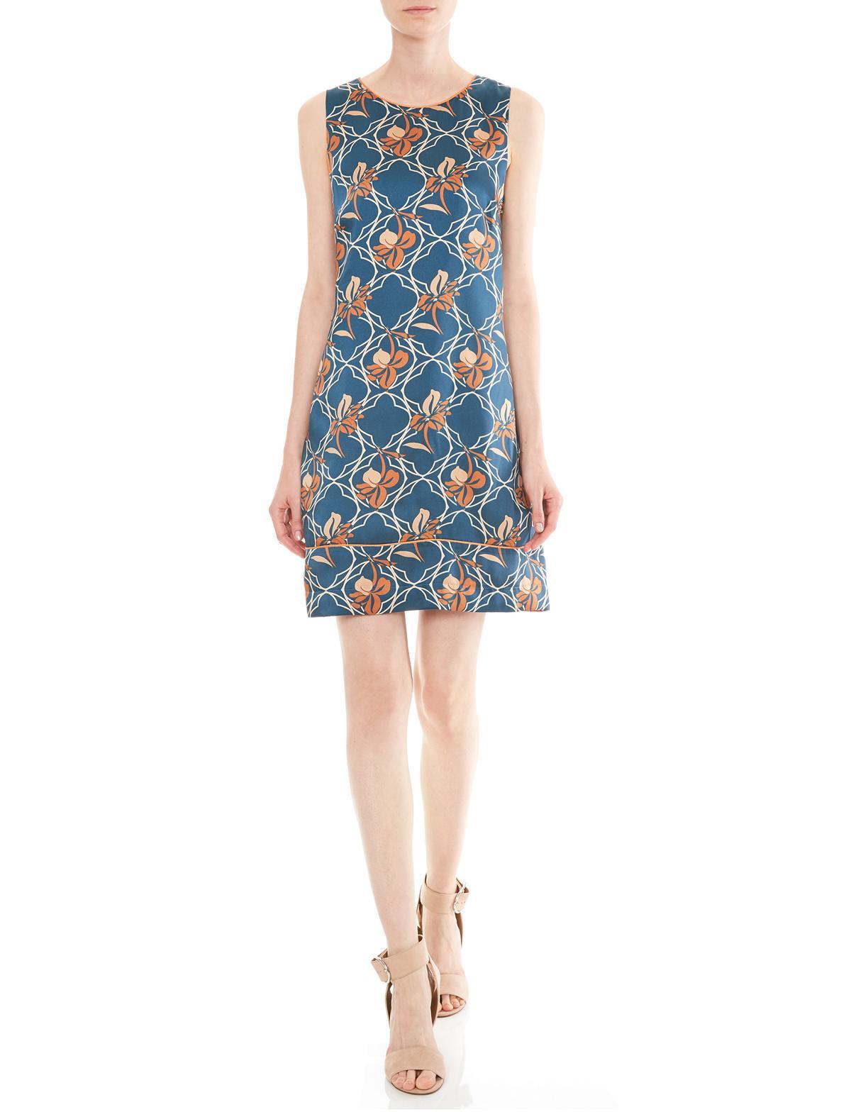 Vorderansicht von Ana Alcazar A-Linien Kleid Manexia  angezogen an Model