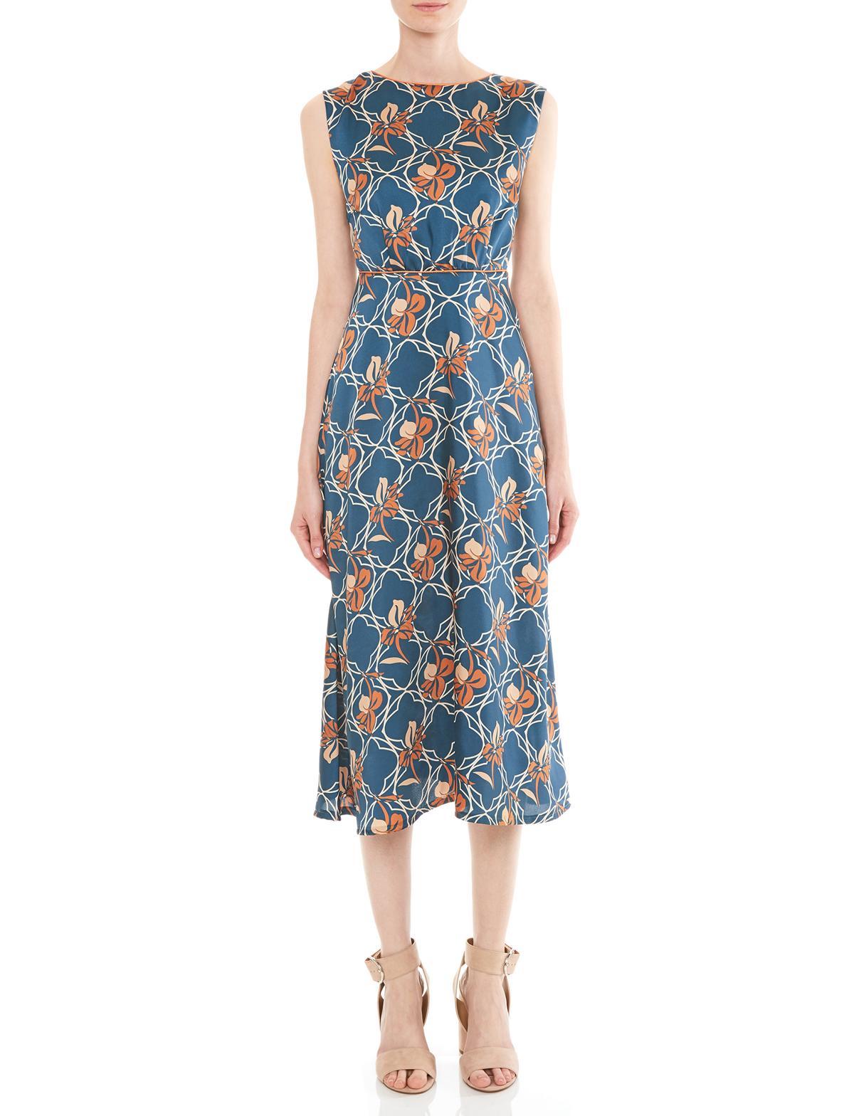 Vorderansicht von Ana Alcazar Midi Kleid Manexis  angezogen an Model