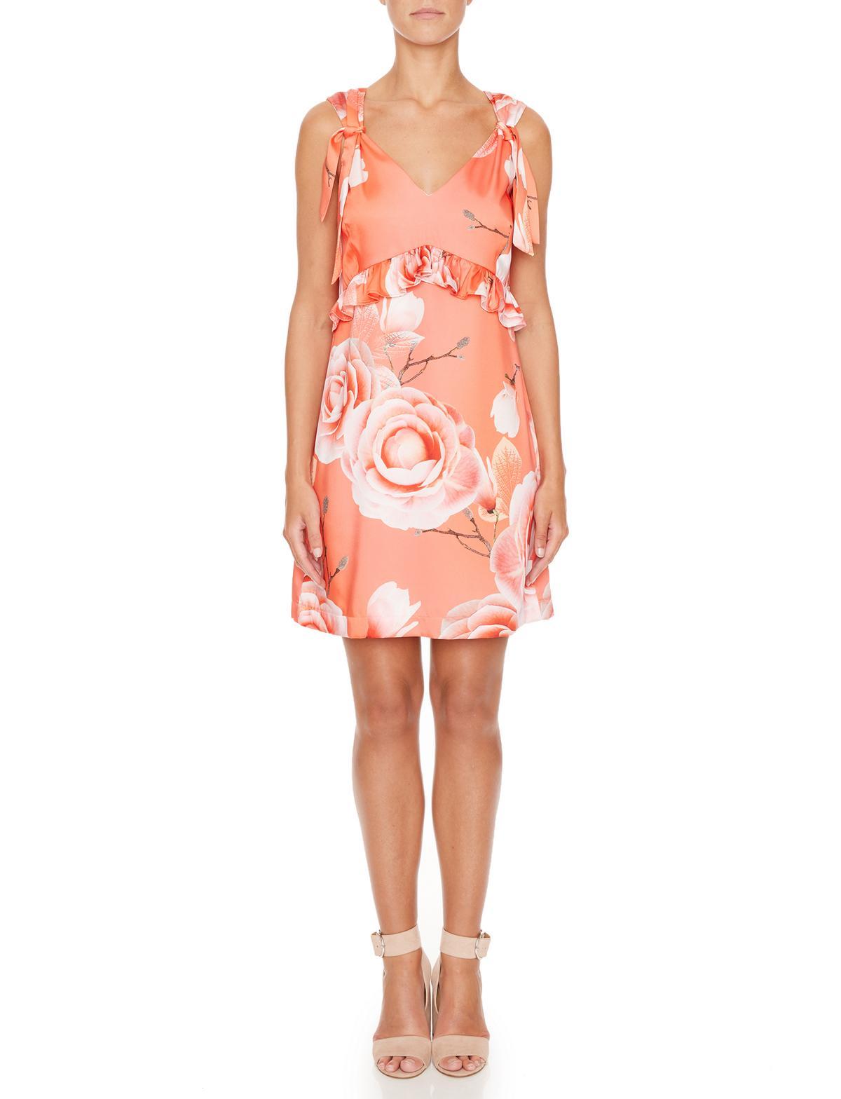 Vorderansicht von Ana Alcazar Limited Edition Rüschenkleid Malibe  angezogen an Model