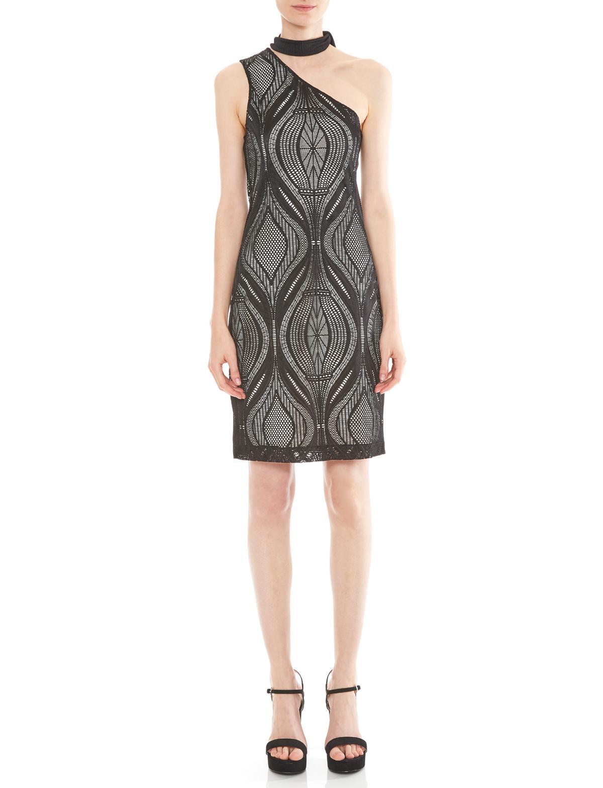 Vorderansicht von Ana Alcazar One-Shoulder Kleid Mulena  angezogen an Model