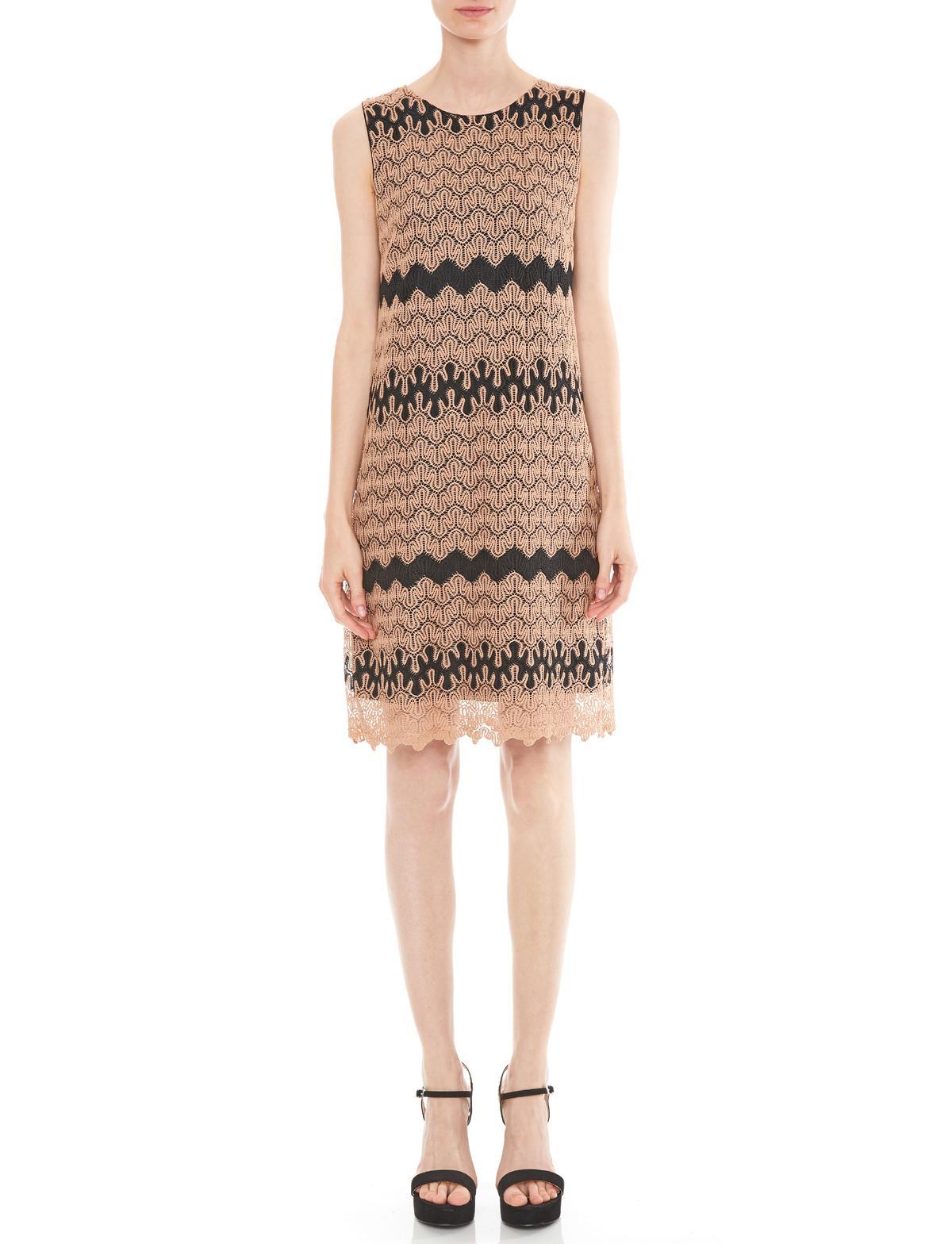 Vorderansicht von Ana Alcazar A-Linien Kleid Mashkalya  angezogen an Model