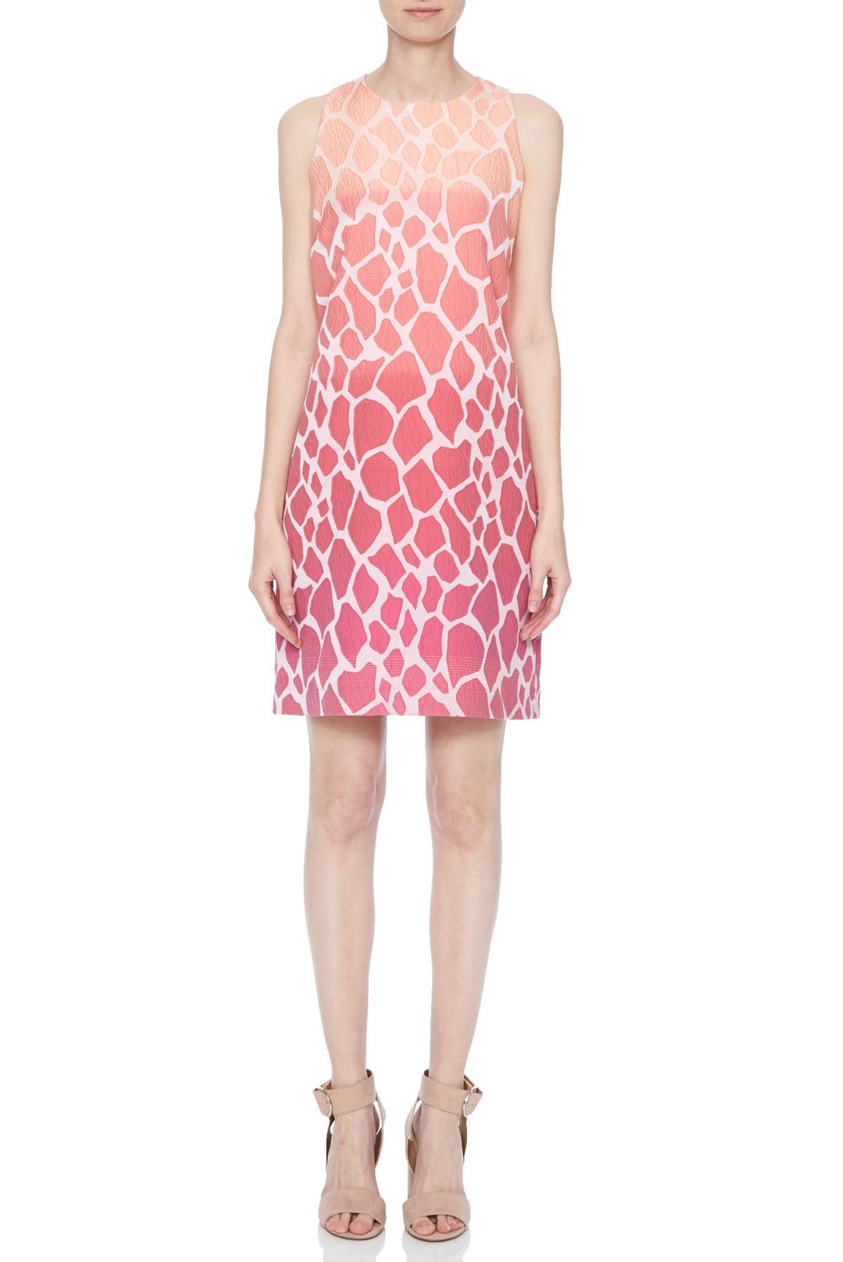 Vorderansicht von Ana Alcazar Sixties Kleid Nalanis  angezogen an Model