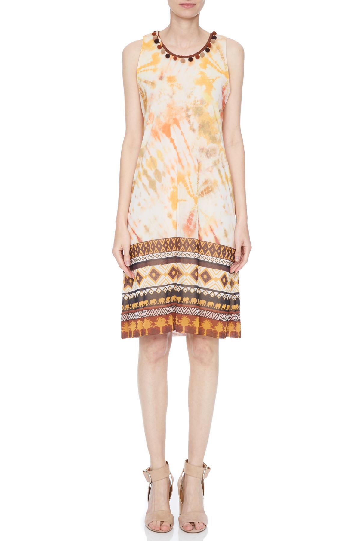Vorderansicht von Ana Alcazar A-Linien Kleid Nanuk  angezogen an Model