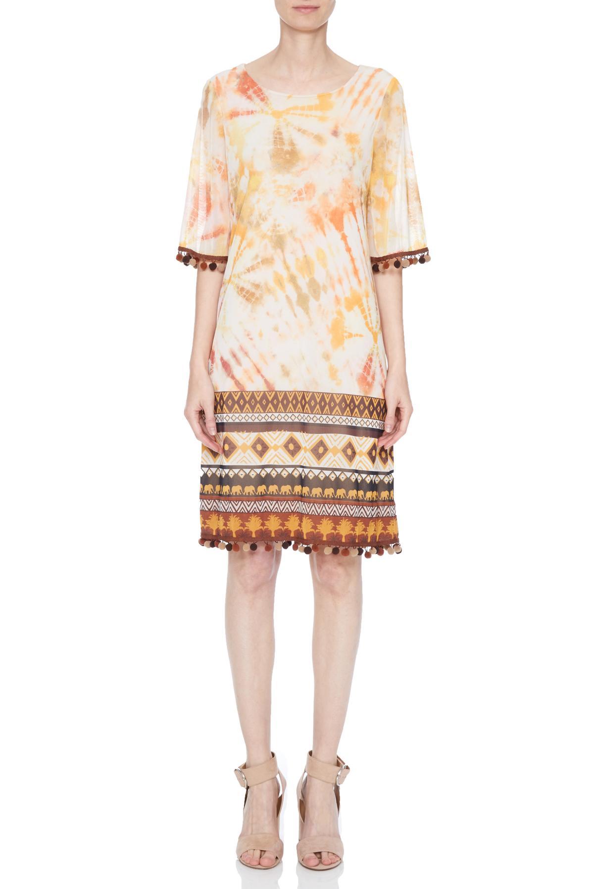 Vorderansicht von Ana Alcazar Limited Edition Kurzarmkleid Nakea  angezogen an Model