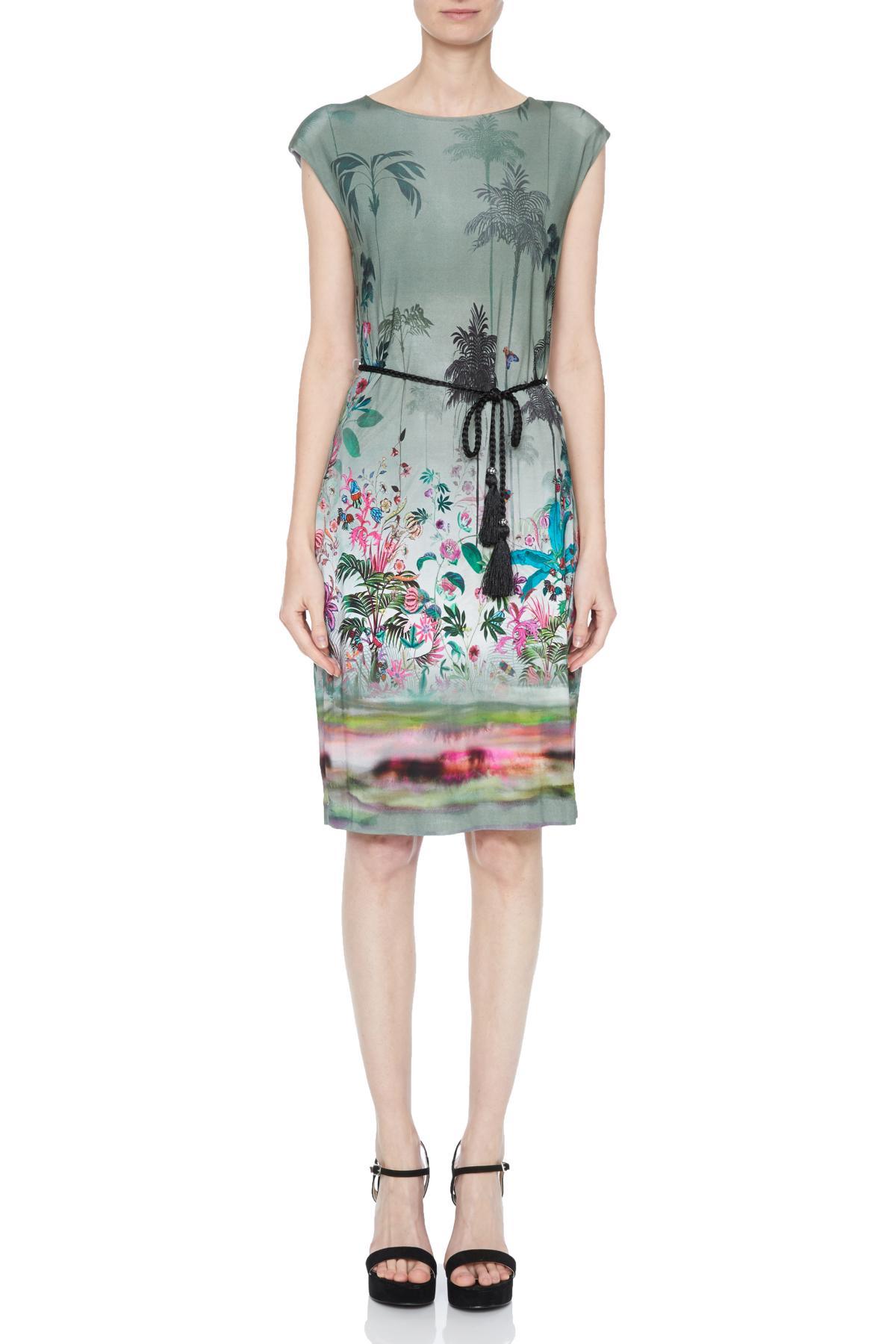 Vorderansicht von Ana Alcazar Palmenprint Kleid Nizzys  angezogen an Model