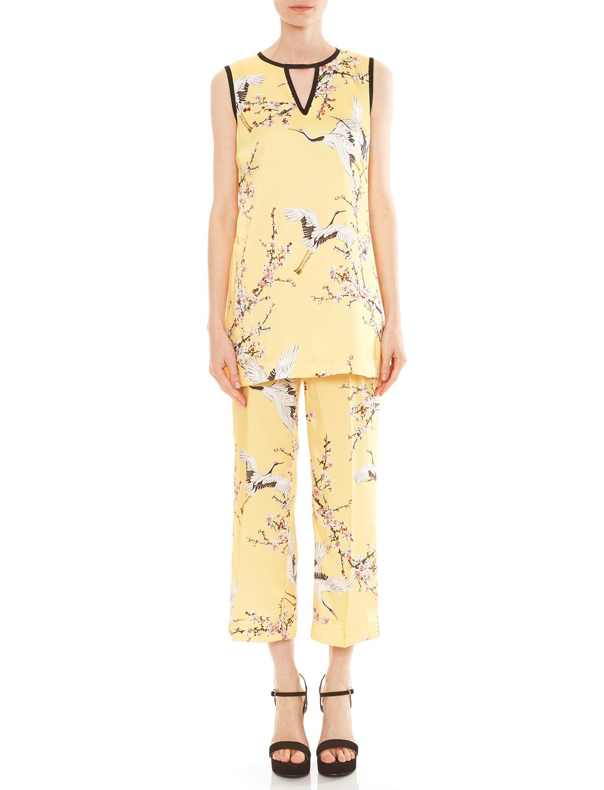 Vorderansicht von Ana Alcazar Limited Edition Long Top Medini  angezogen an Model