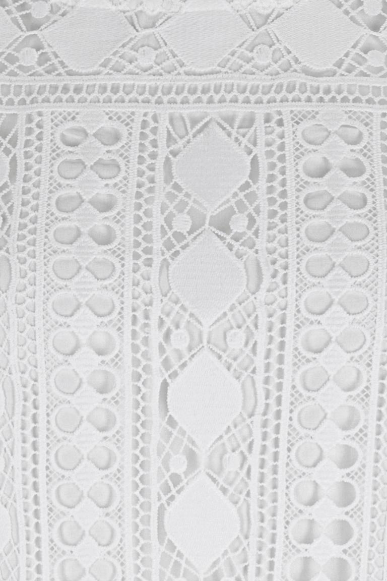 Vorderansicht von Ana Alcazar A-Linienkleid White Flawola  angezogen an Model