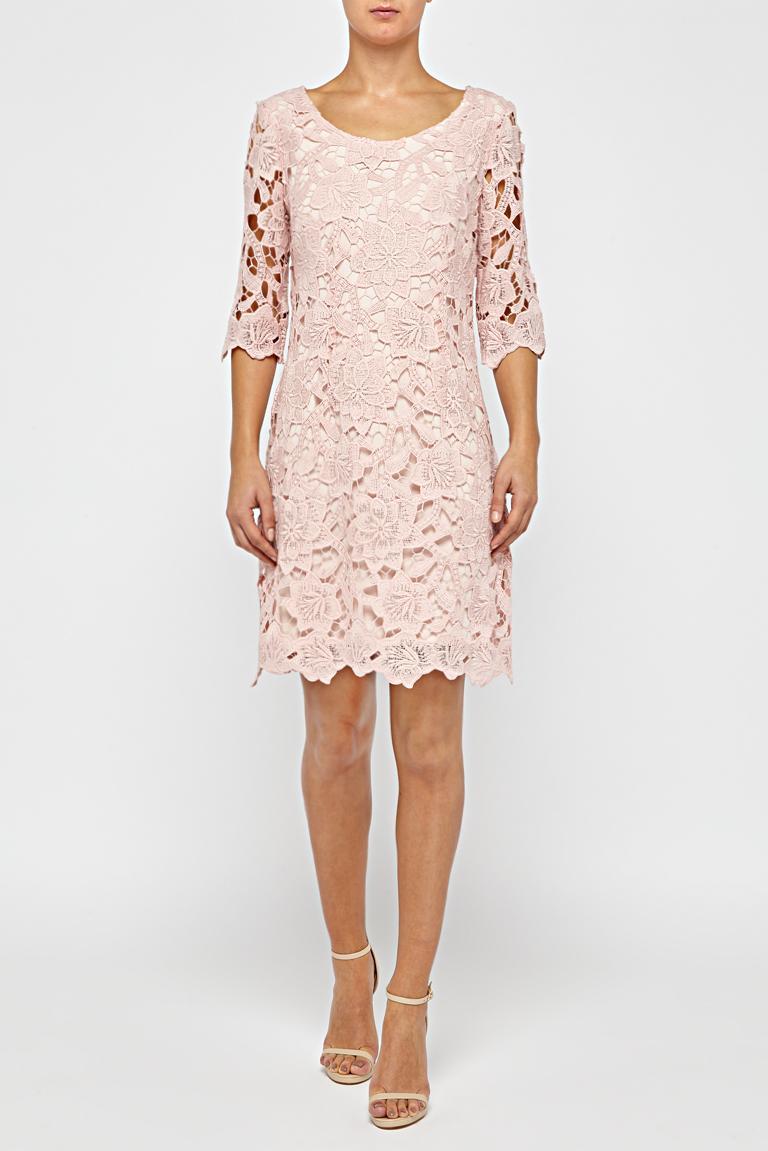 roze jurk met kant