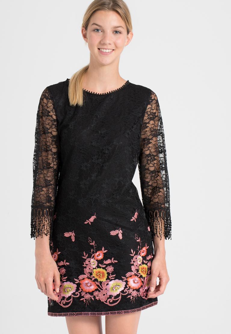 Vorderansicht von Ana Alcazar A-Linien-Kleid Obany  angezogen an Model