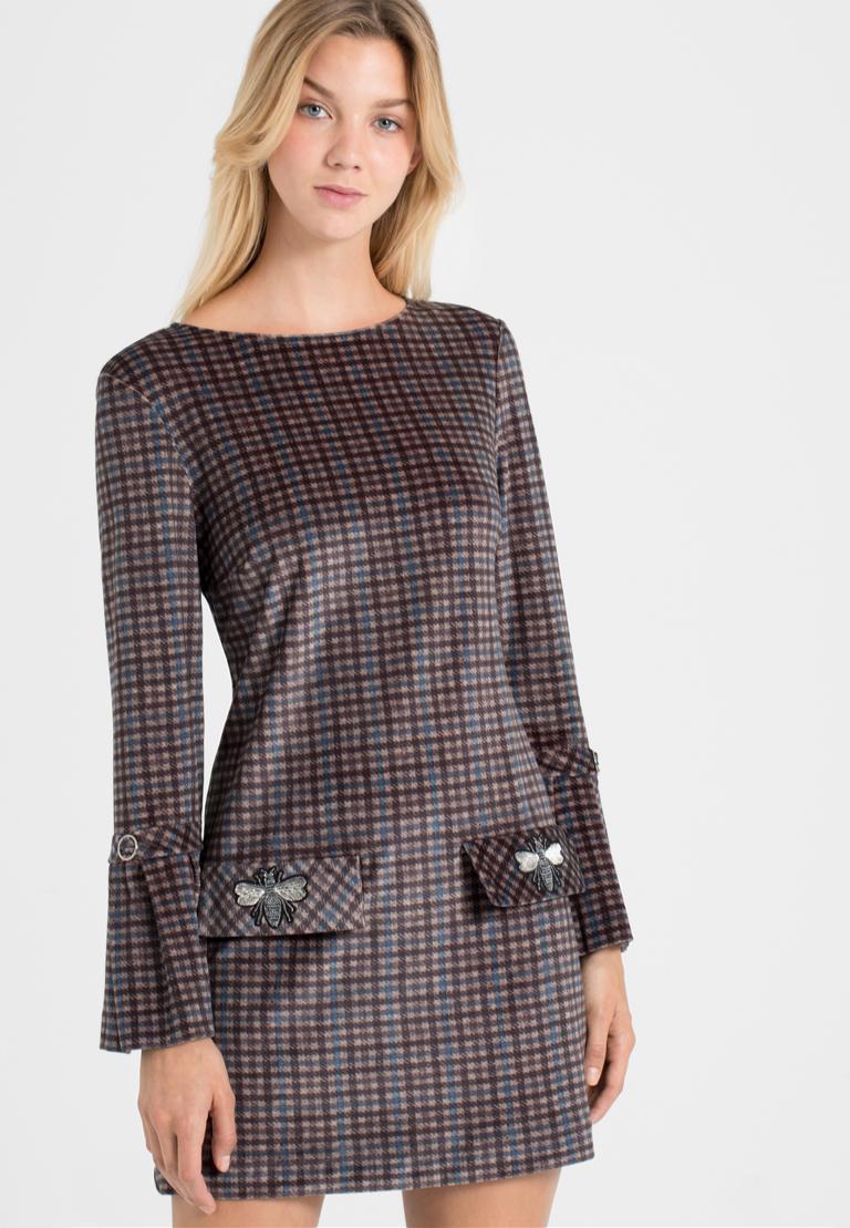 Vorderansicht von Ana Alcazar Karo A-Linien-Kleid Ownika  angezogen an Model