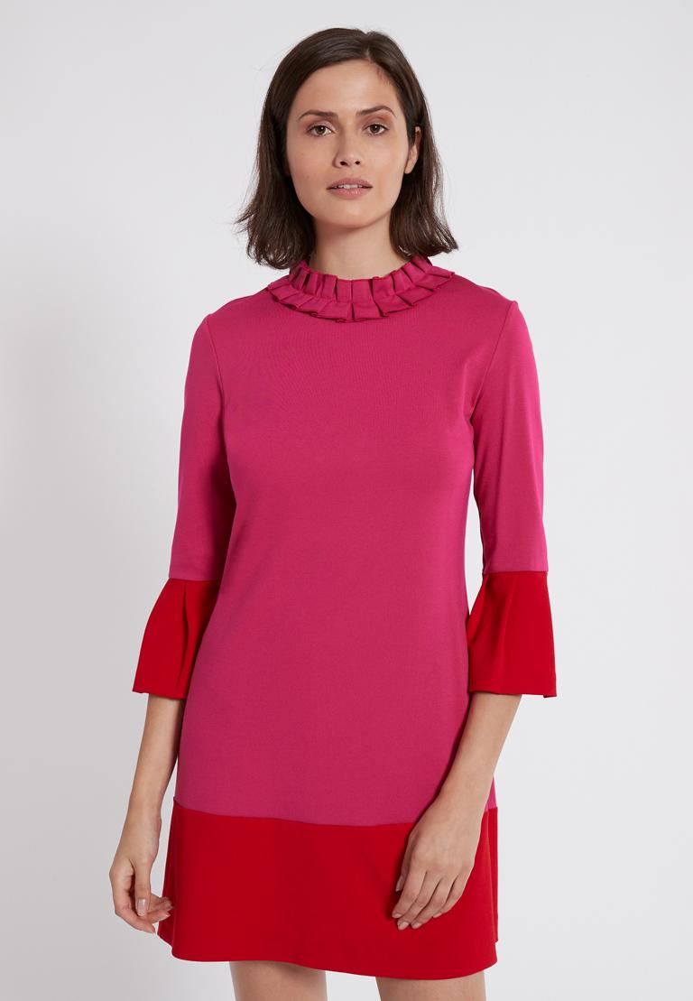 Vorderansicht von Ana Alcazar Volantkleid Opalea Rot-Pink  angezogen an Model