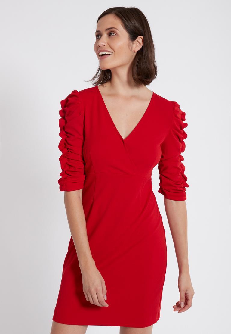 Vorderansicht von Ana Alcazar Kleid mit Raffung Peane Rot  angezogen an Model