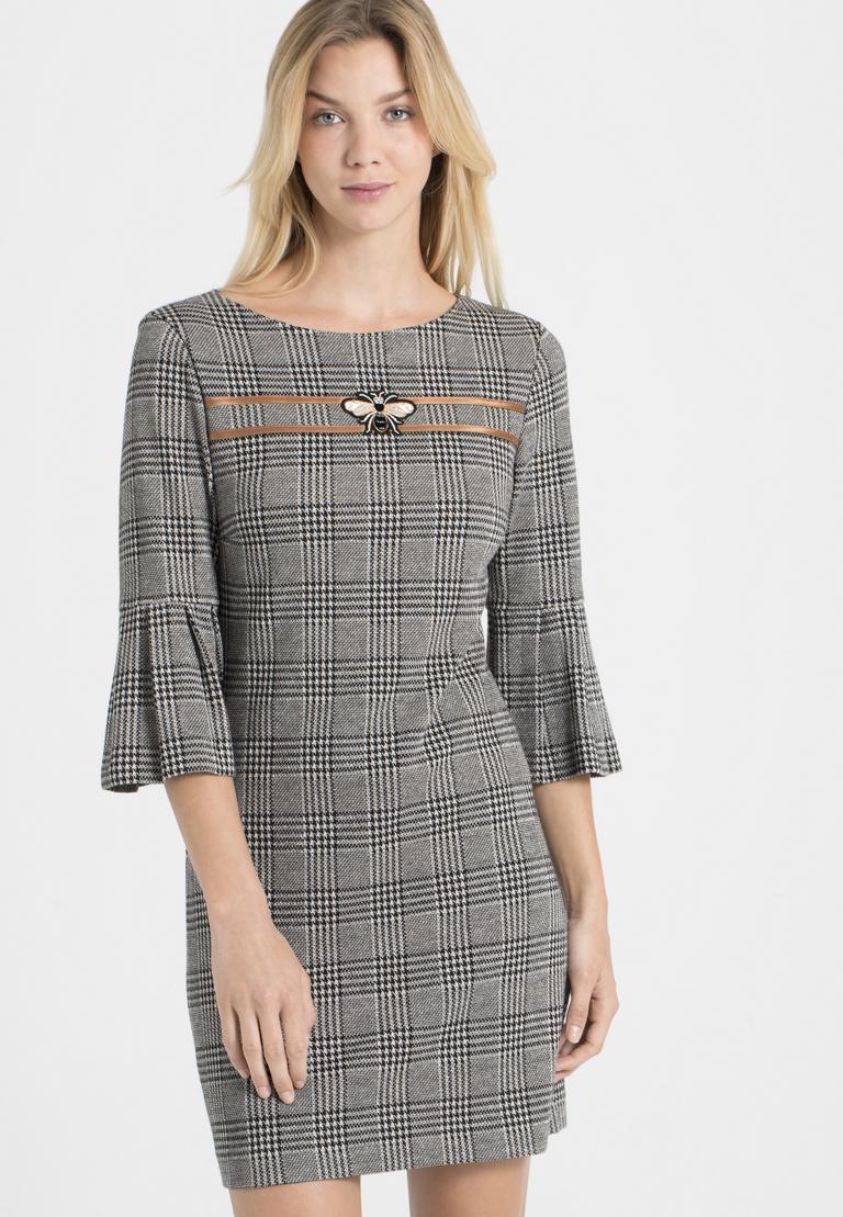 Vorderansicht von Ana Alcazar Volantärmel-Kleid Pragys  angezogen an Model