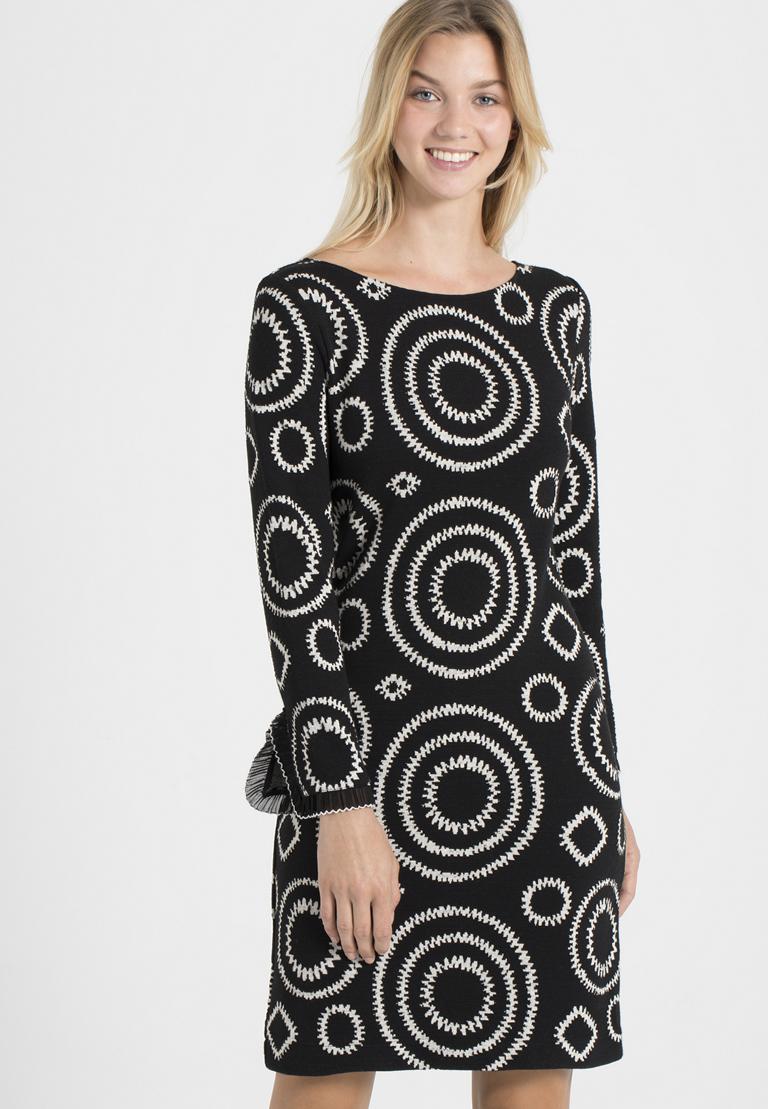 Vorderansicht von Ana Alcazar A-Linien-Kleid Pepita Schwarz  angezogen an Model