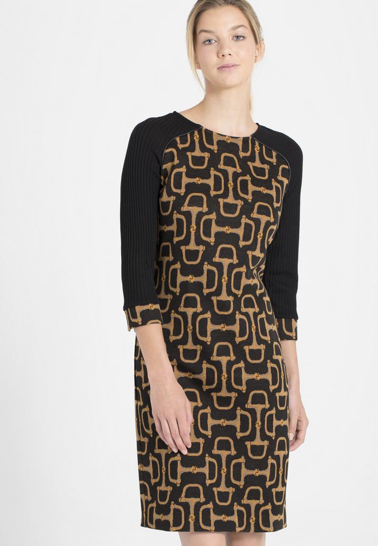 Vorderansicht von Ana Alcazar Mix Kleid Petony  angezogen an Model