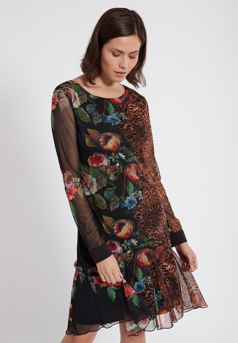 Vorderansicht von Ana Alcazar Deco Kleid Phatessa  angezogen an Model