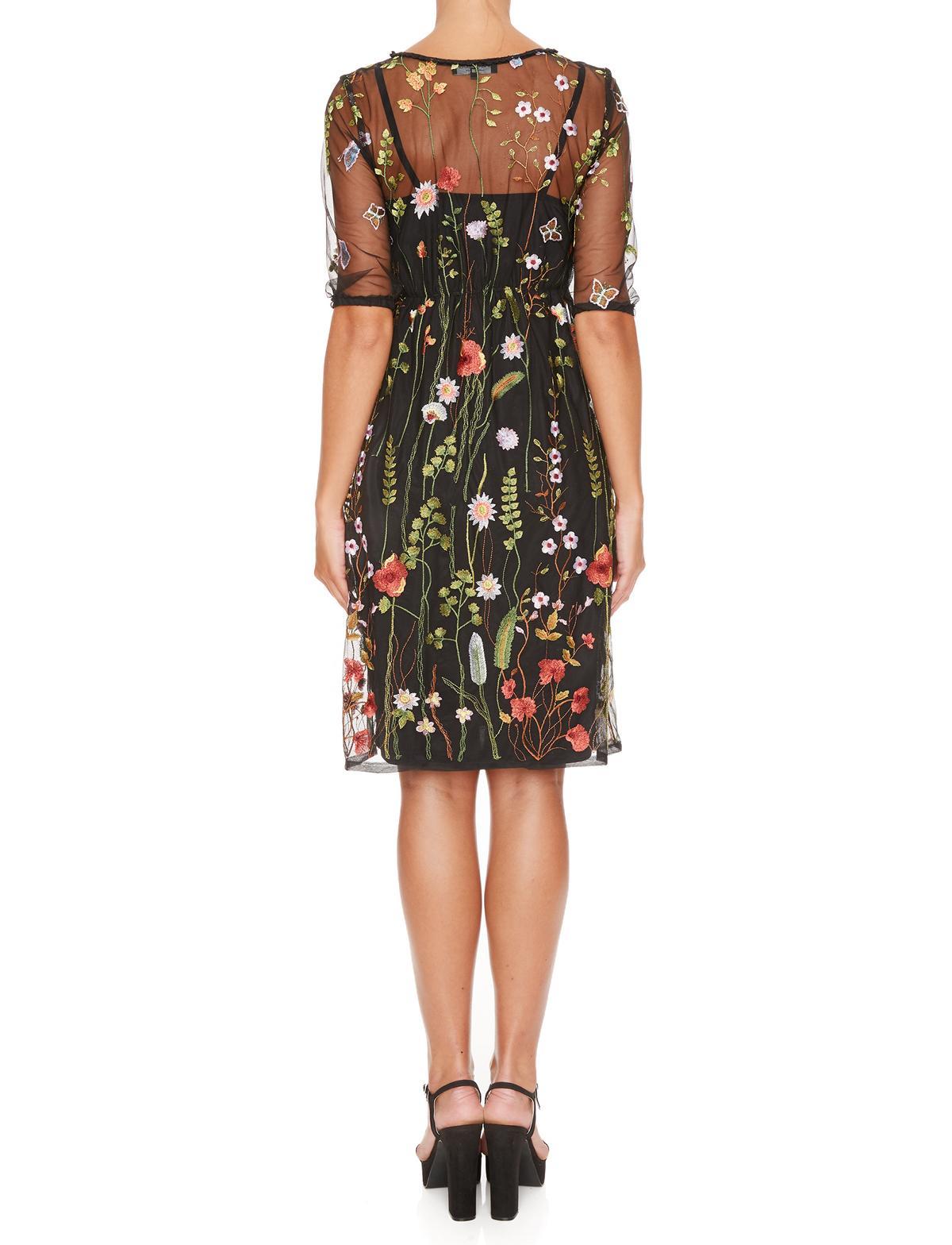 Rückansicht von Ana Alcazar Limited Edition Tüllkleid Mabel  angezogen an Model