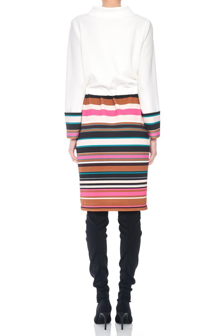 Rückansicht von Ana Alcazar LIMITED Mix Kleid Penewe  angezogen an Model