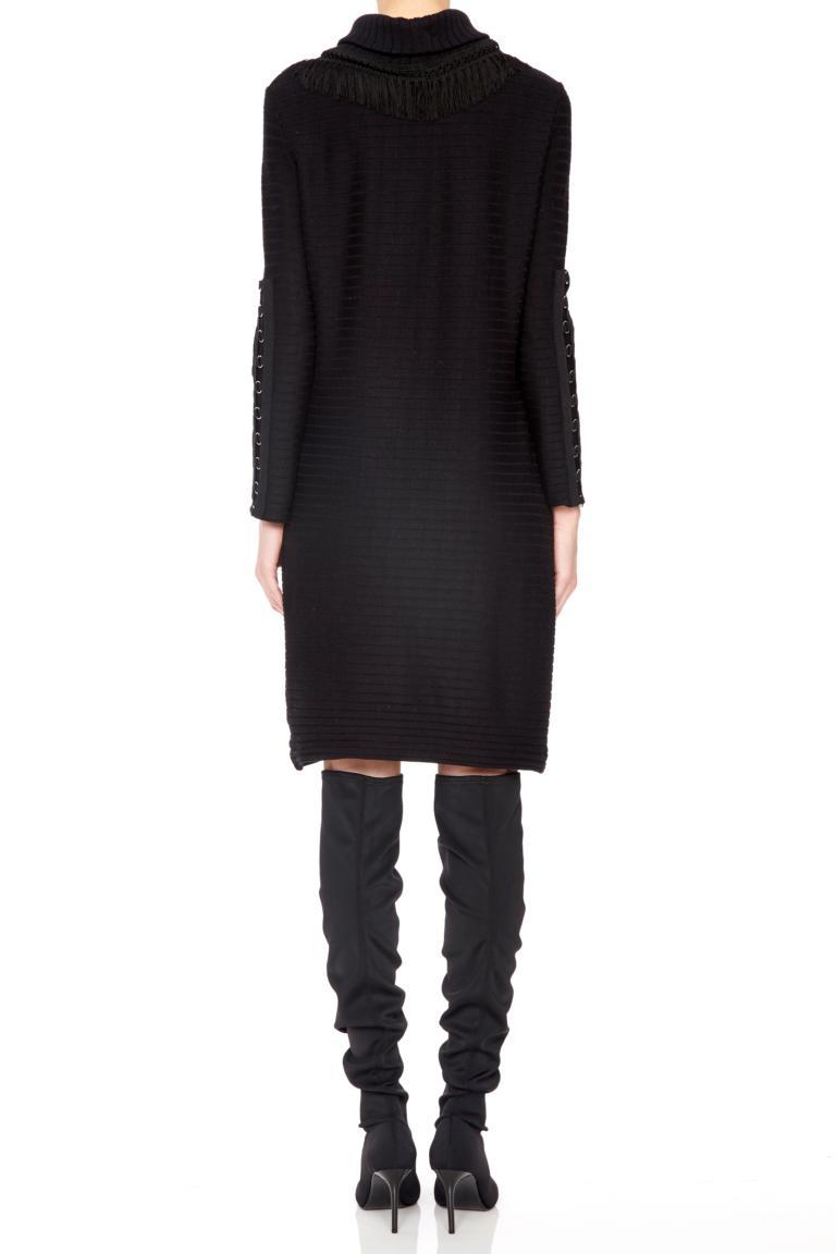 Rückansicht von Ana Alcazar Deko-Kleid Pomeny Schwaz  angezogen an Model