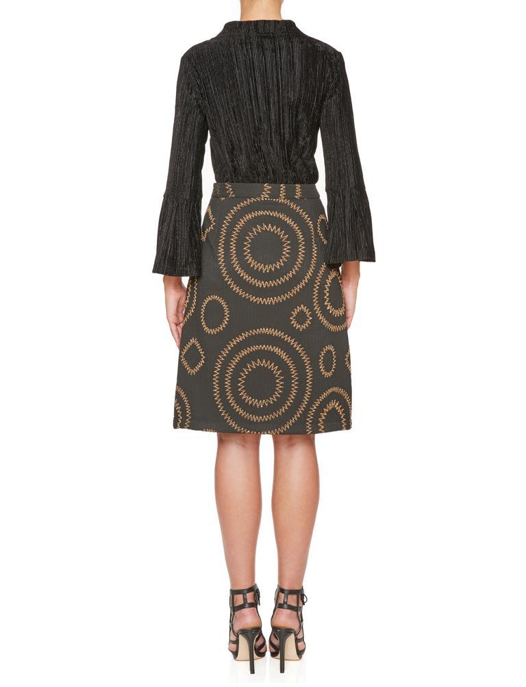 Rückansicht von Ana Alcazar A-Linien Rock Kleara  angezogen an Model