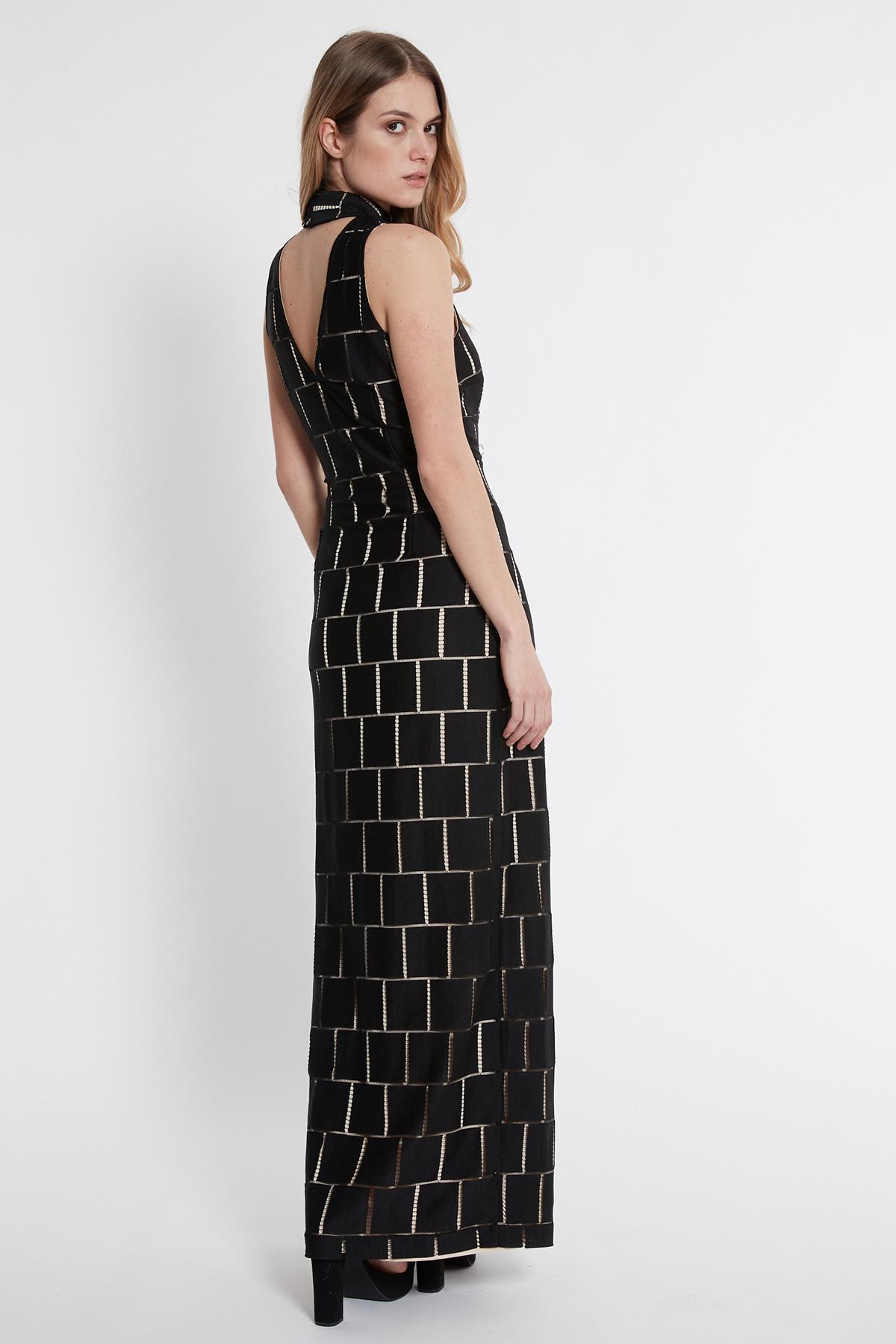 Achteraanzicht van Ana Alcazar Maxi Jurk Saminty Wit  gedragen per model
