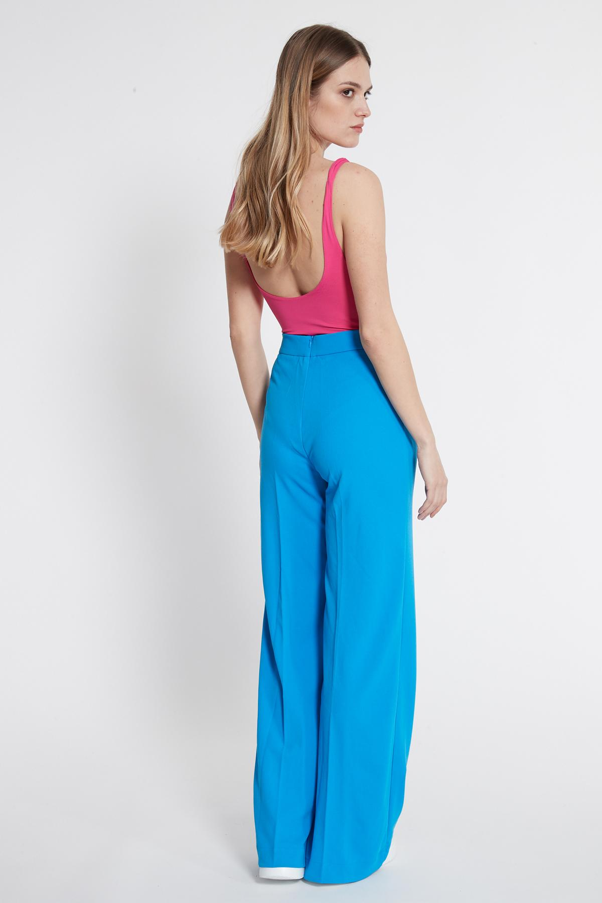Rückansicht von Ana Alcazar Weite Hose Sazosa Blau  angezogen an Model